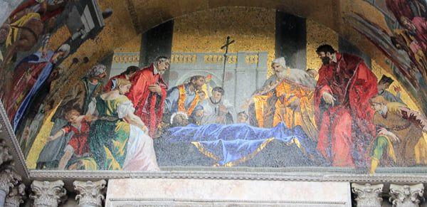 Recibimiento de los restos de San Marcos por el Dux y el obispo Orso. Fachada de la Basílica de San Marcos