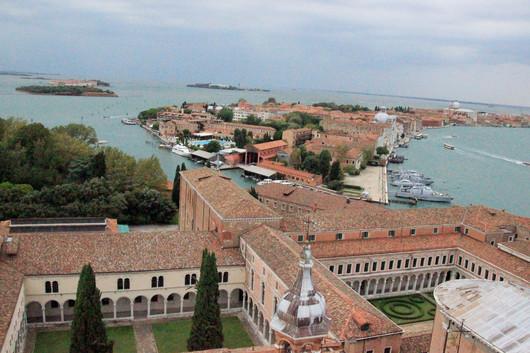Vista de los claustros y de la isla de la Giudecca