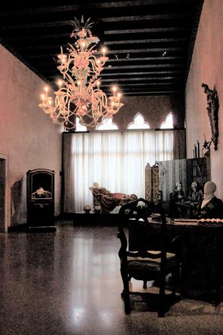 Habitación en el palacio inspirada en el primer acto, escena 14 de la obra La Conversación