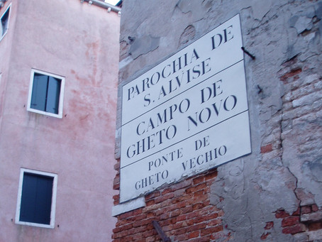 Strolling in Venice: the Guetto  opens its doors and secrets to us