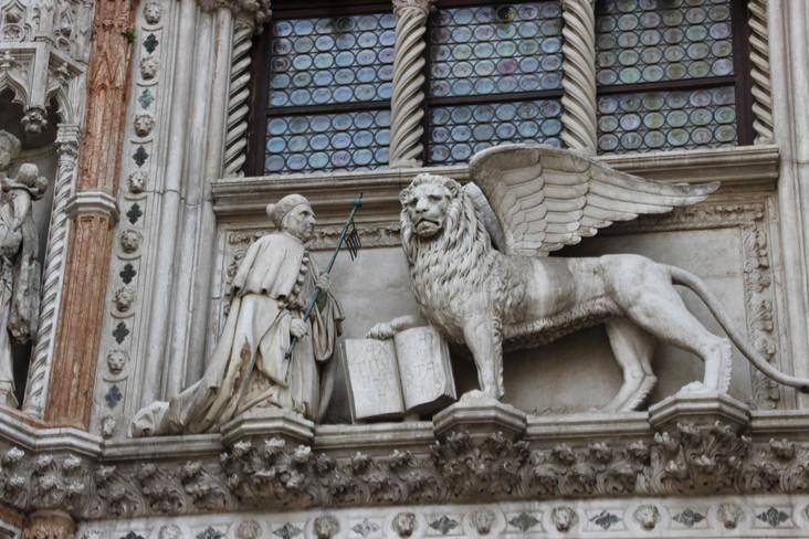 León de San Marcos ante el que se arrodilla el dux Foscari