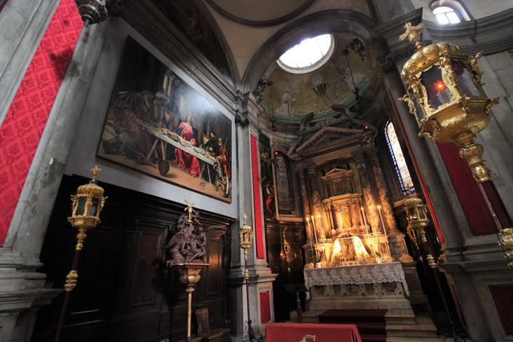 Izquierda del altar