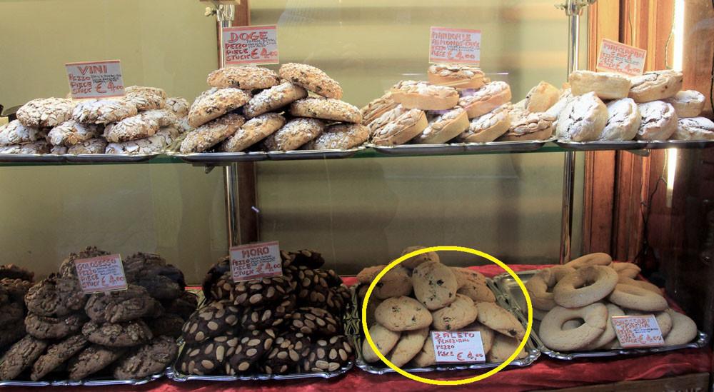 Escaparate de pastelería veneciana donde se vende el zaleto
