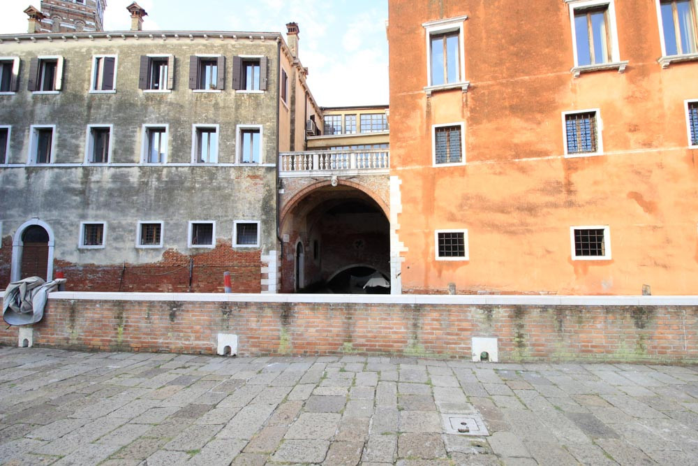El puente-bóveda en el Río de Sant'Angelo