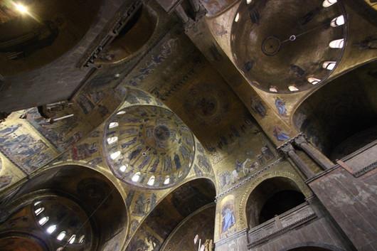 En la cúpula central se representa la Ascensión de Cristo, siglo XIII
