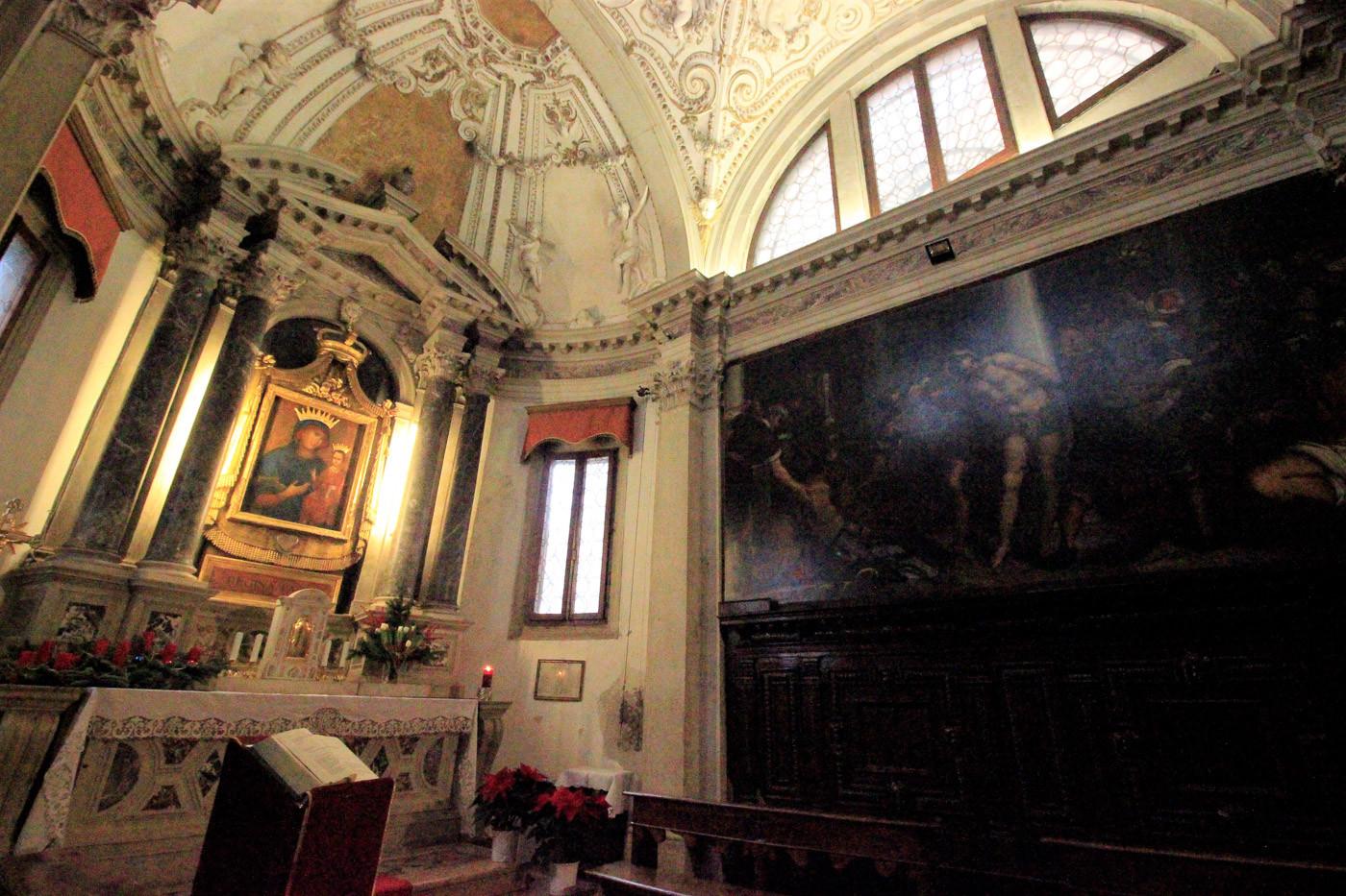 Altar capilla de la Madonna de la Paz