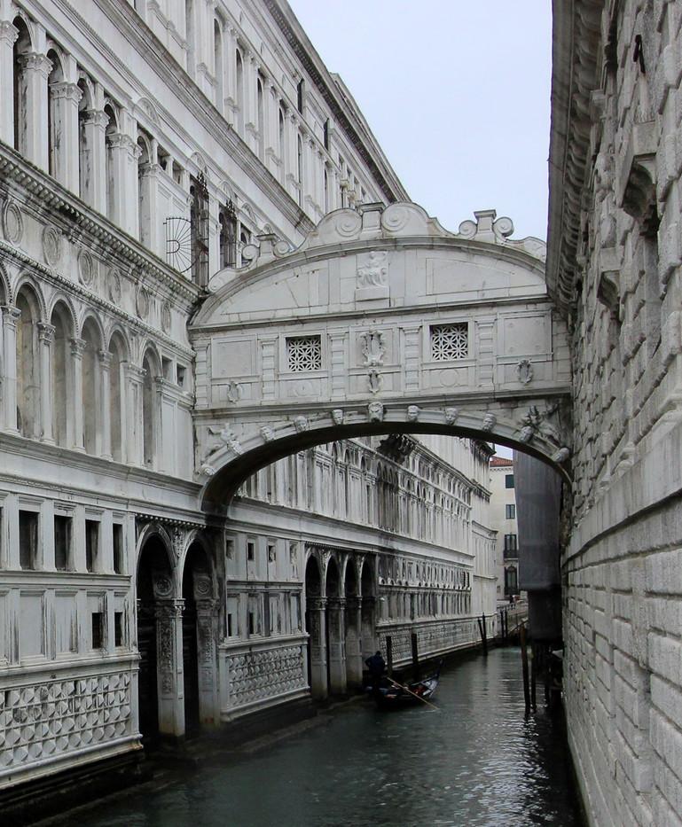 Uniendo el palacio Ducal y las prisiones