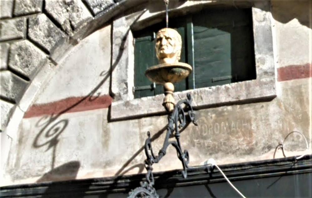 Cabeza de oro donde estaba la farmacia alla Testa d'Oro