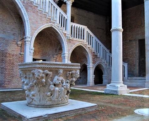 Pozo en el patio del Palacio Morosini.