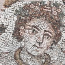 Mosaicos romanos en Treviso (Véneto) que podrian ser los restos de un templo romano o del primer baptisterio de Treviso