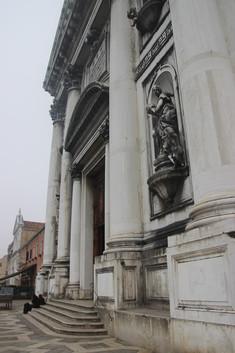 Detalle fachada con las Virtudes Cardinales