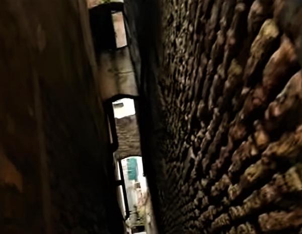 La calle Varisco, no apta para claustrofóbicos