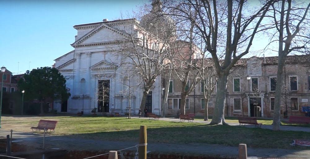 Fachada de la iglesia de San Pietro di Castello. En esta explanada se celebra el festival