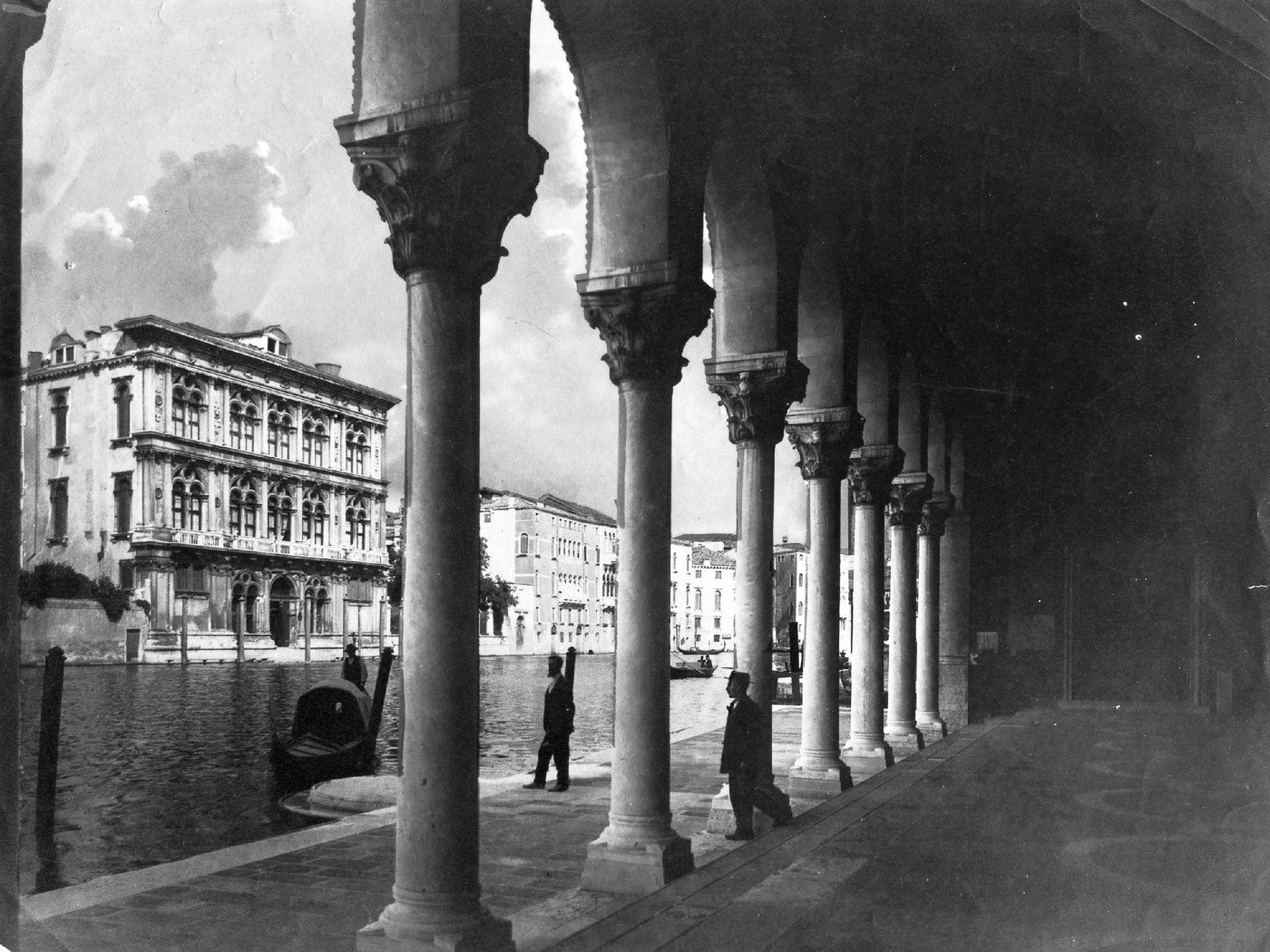 Canal_Grande,_a_Palazzo_Vendramin_Calerg