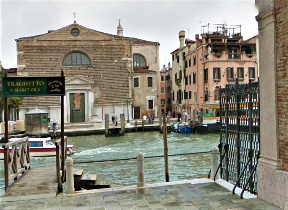 Parada del traguetto (la góndola colectiva para pasar de un lado al otro del Gran Canal)