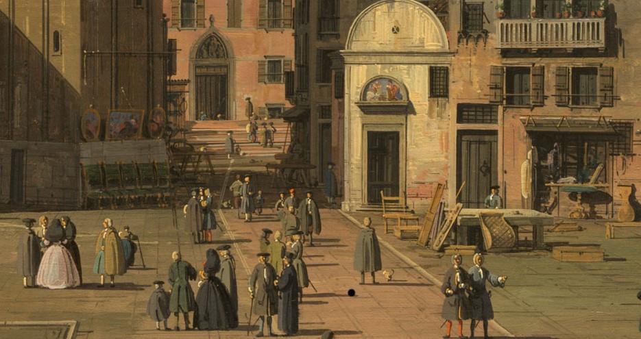 Varios muebles en el exterior, se ubica a la derecha del oratorio. Al pie del campanario en el centro, pinturas expuestas para la venta están colgadas en la pared.