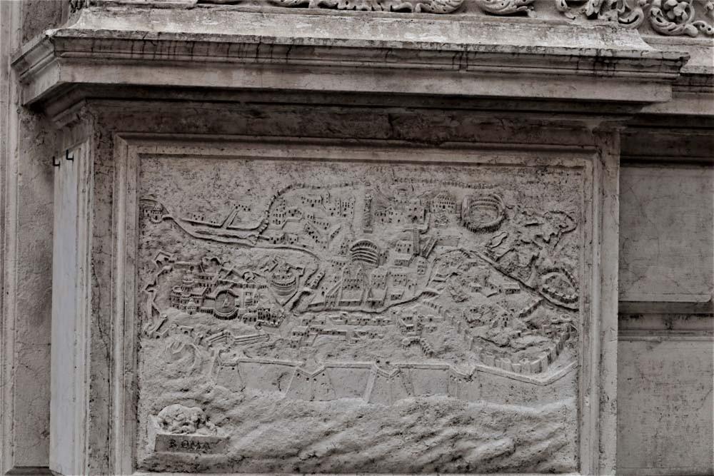 Mapa dEl Coliseo de Roma en el mapa de la fachada de la iglesiae Roma
