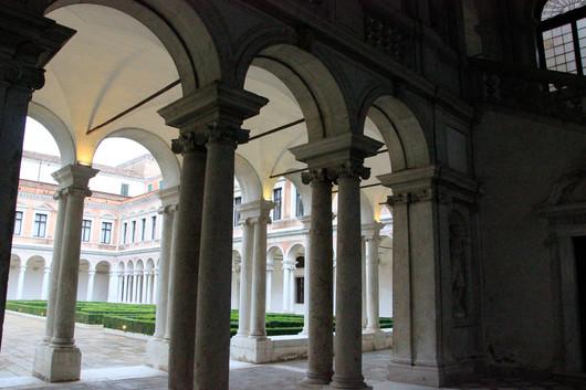 Uno de los dos claustros