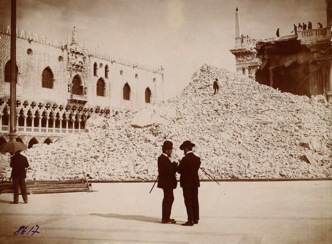 Ruinas tras la caida del campanario en 1902