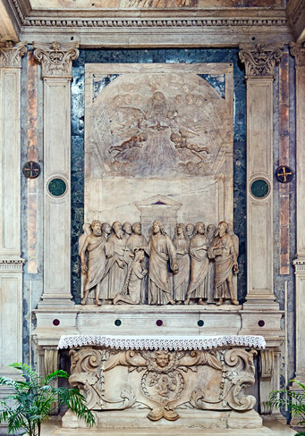 Retablo de la Coronación de la Virgen entre los Apóstoles de Tullio Lombardo