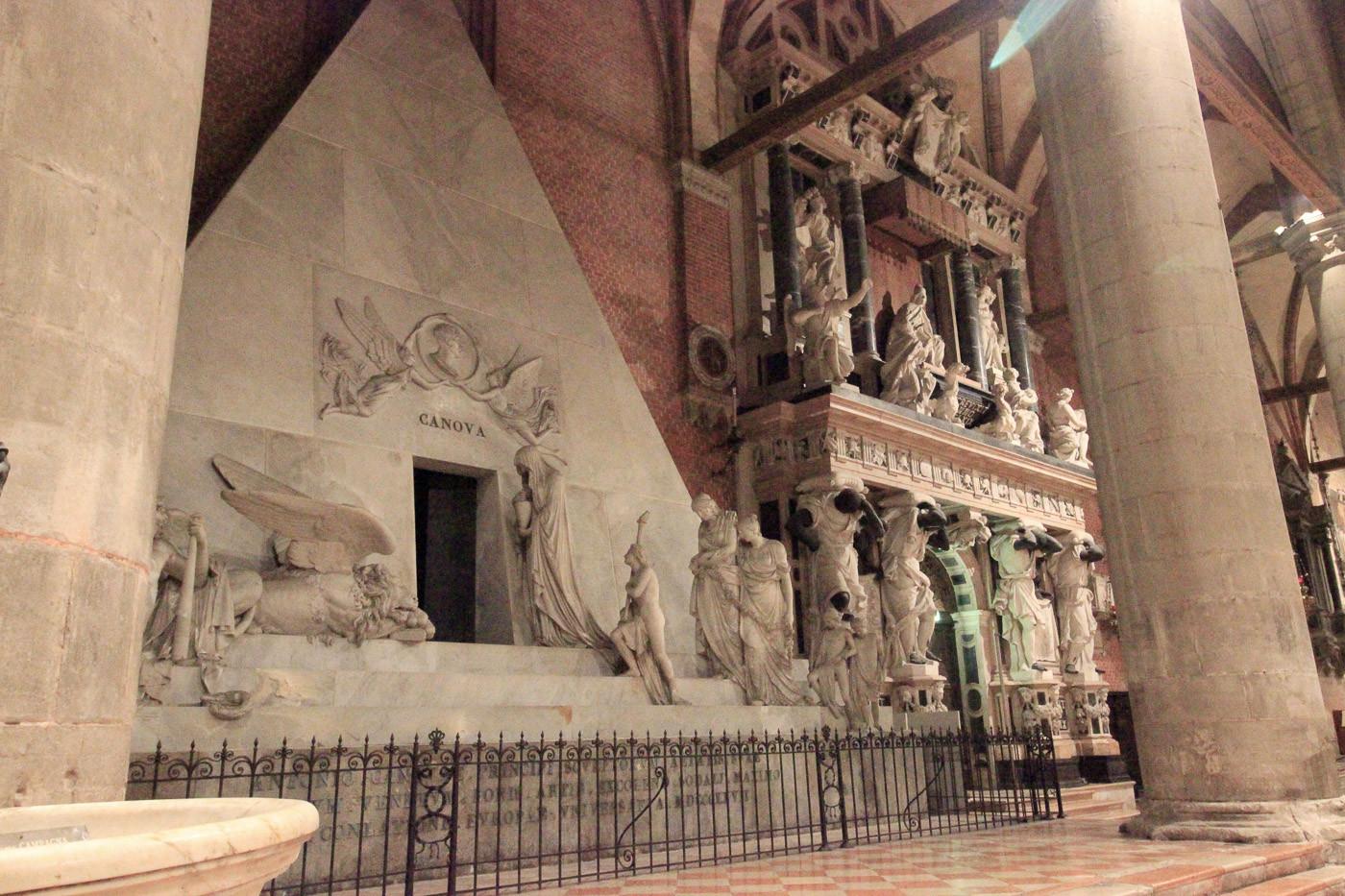 Monumento funerario de Cánova