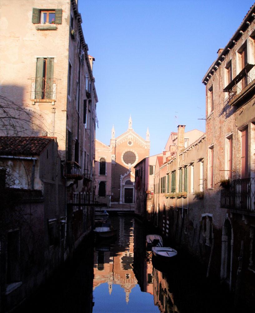 La iglesia della Madonna dell'Orto al fondo del canal