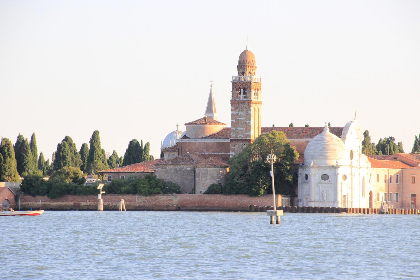 Lateral iglesia de San Michele