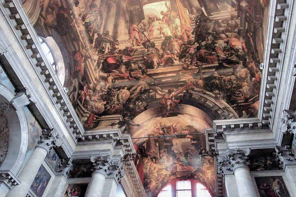 El santo, posicionado sobre la capilla mayor, está retratado sentado en todo su esplendor en el acto de sufrir la injusta condena) por parte del emperador Galerio Maximiano (a la derecha sentado en un trono vestido de púrpura).