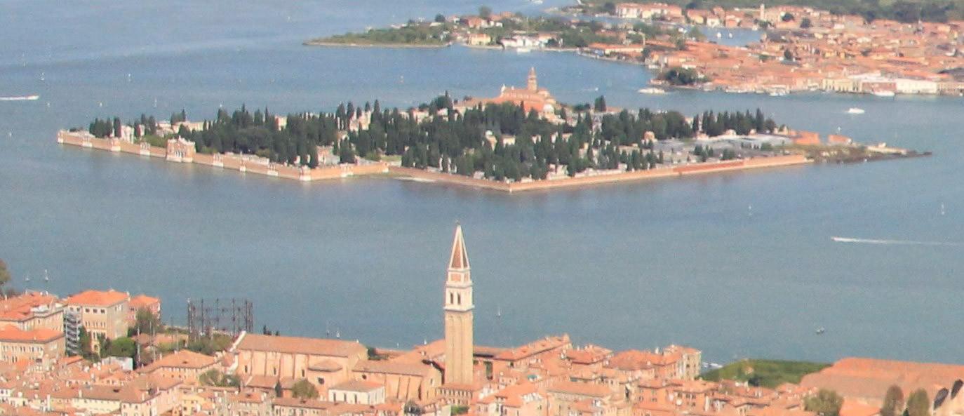 Vista aérea con Venecia en primer plano