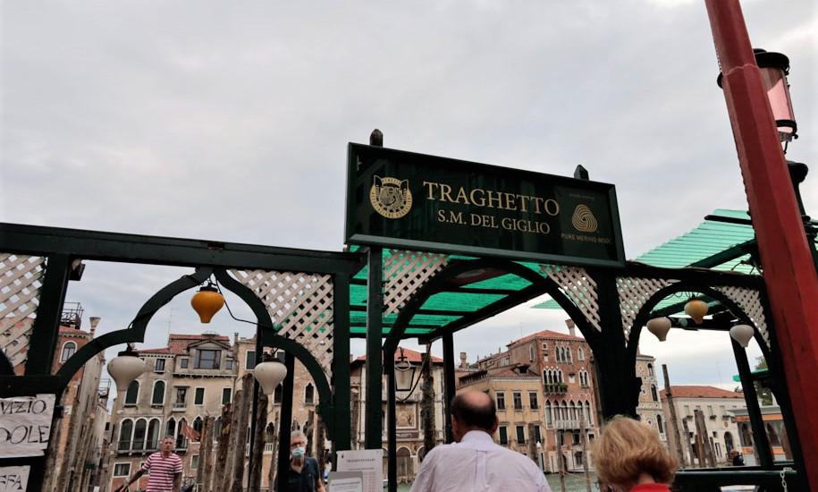 Cartel que marca la parada del Traghetto de Danta Maria del Giglio