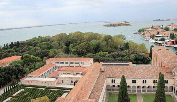 El laberinto de Borges visto desde el Campanile de San Giorgio Maggiore entre claustros