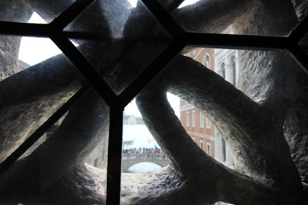Vista desde dentro del puente de los Suspiros (Palacio Ducal)