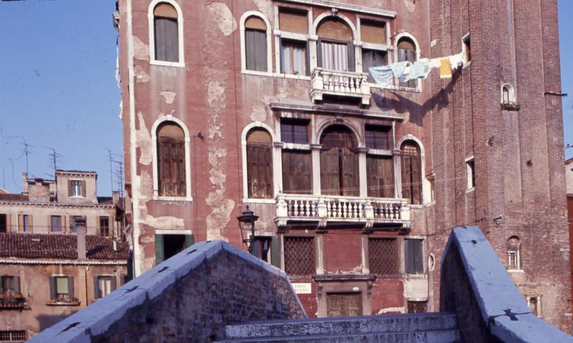 Detalle Palacio Grioni anexo al campanario