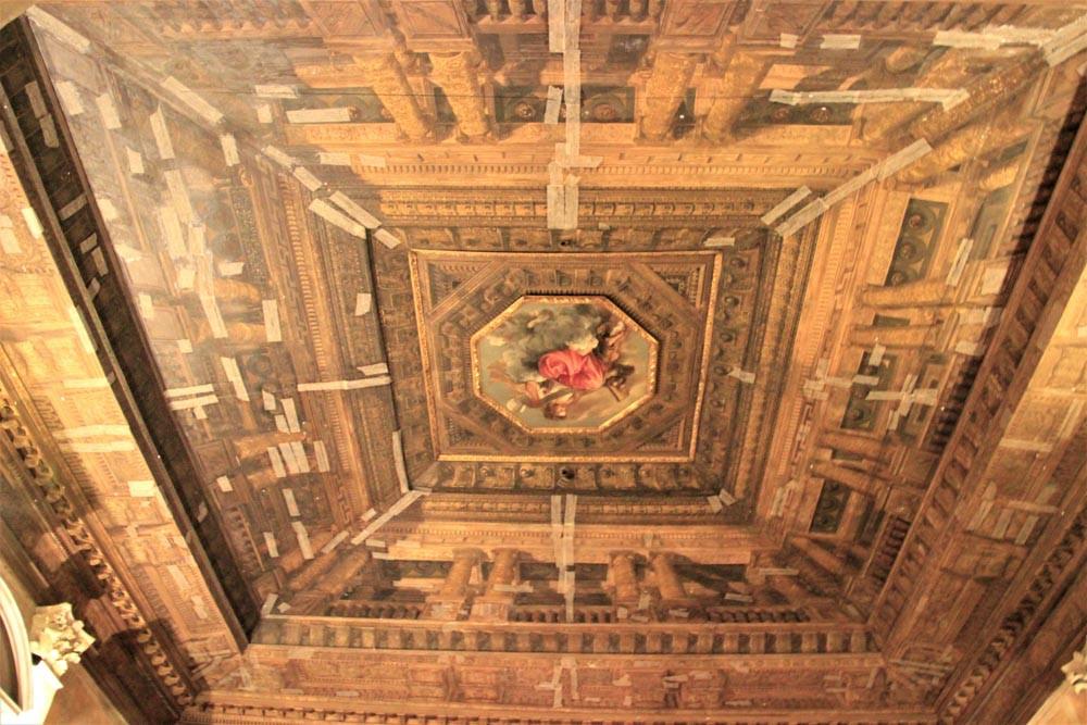 """Un impresionante techo, pintura de Tiziano y llamado """"La Sapienza"""" (Biblioteca Marciana)"""