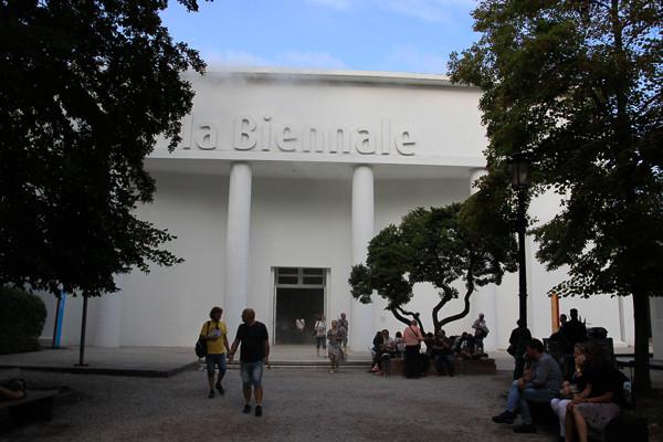 Edificio de la Bienal (Biennale en italiano) en los Jardines de la Bienal