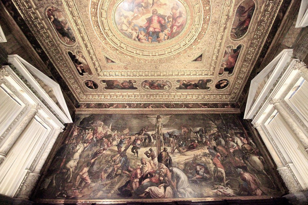 """Sala dell'Albergo y la imponente """"Crucifixión"""""""