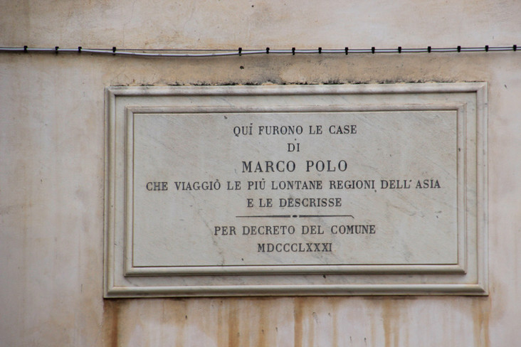 Placa que indica la casa donde nació Marco Polo