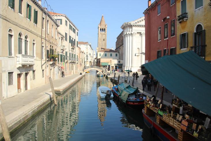 La iglesia desde el Puente dei Pugni