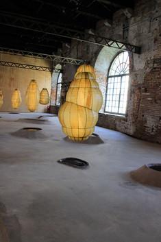 El arsenal con la muestra de la Bienal en sus pabellones
