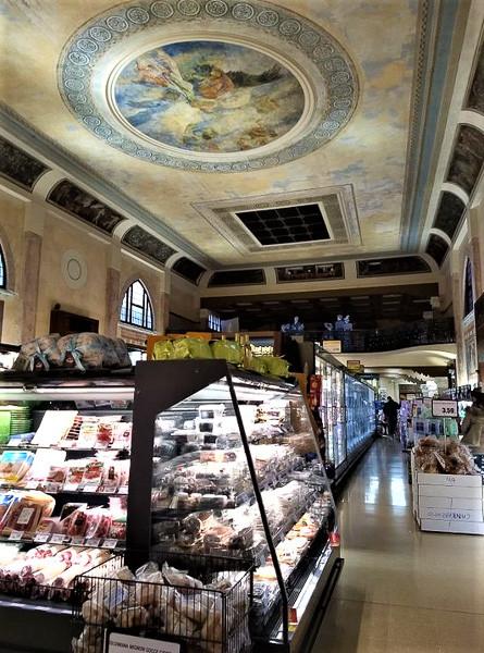 Teatro Italia. El techo del Teatro Italia, alegoría de la gloria de Italia del pintor veneciano Alessandro Pomi