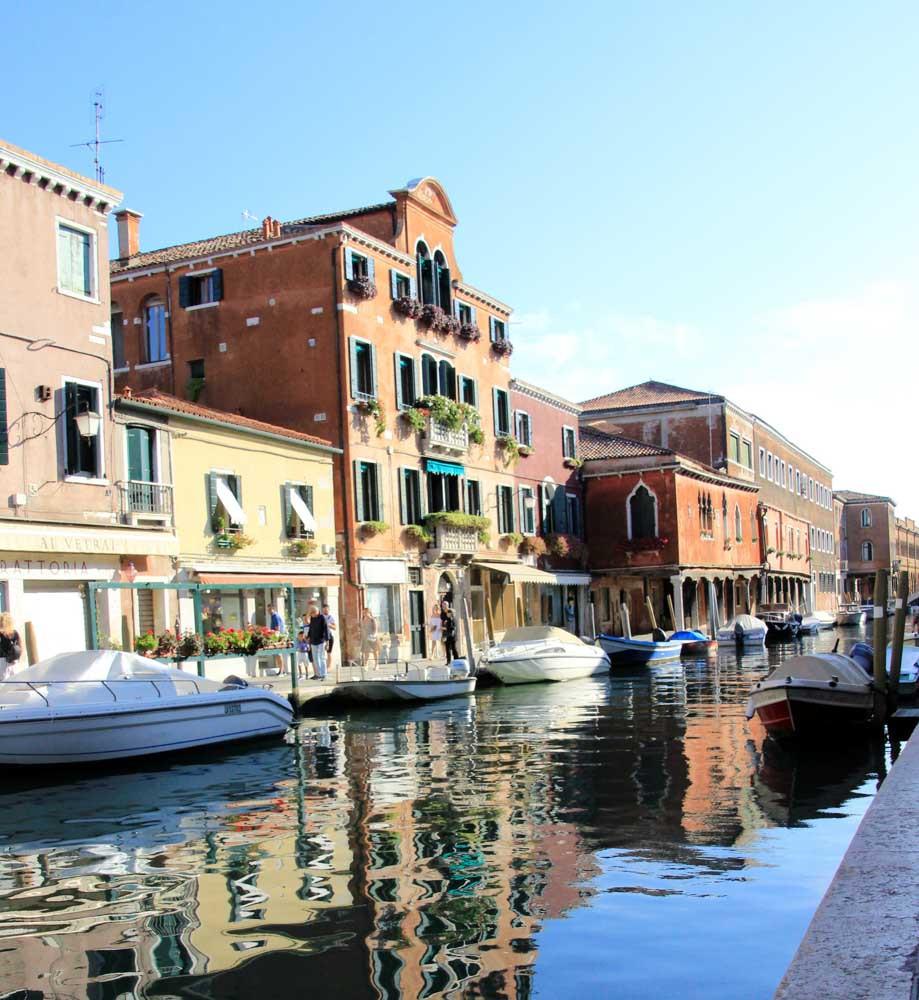 Rio dei vetrai. El arte de los siglos XIII y XIV se concentra en Murano a lo largo de este canal,, donde todavía se encuentran los hornos más antiguos.