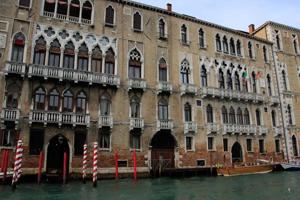 La impresionante fachada de 44 metros al Gran Canal de los palacios Giustinian