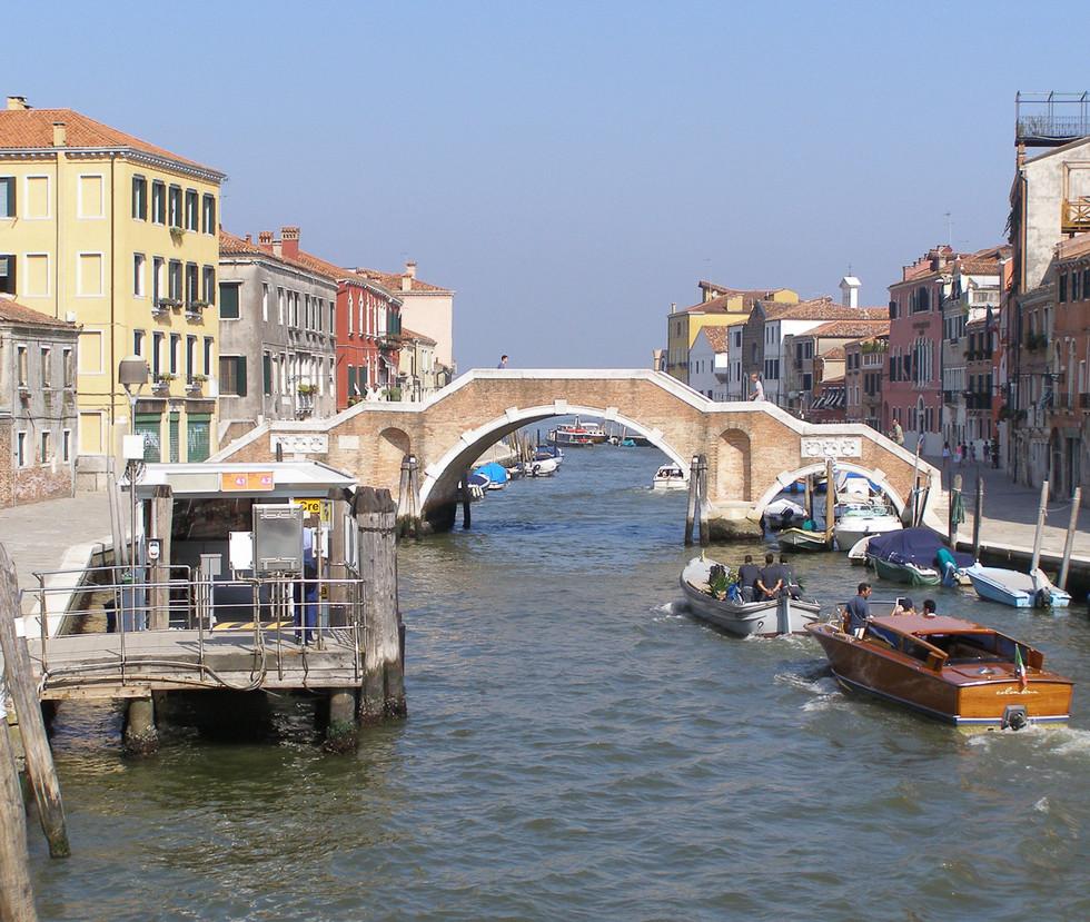 PrincipalVenezia_Ponte_dei_Tre_Archi_1.j
