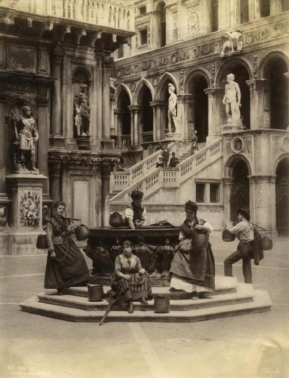 Pozo del Palacio Ducal, Carlo Naya (1816-1882)
