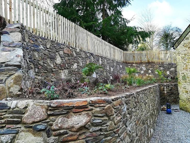 Slate retaining wall