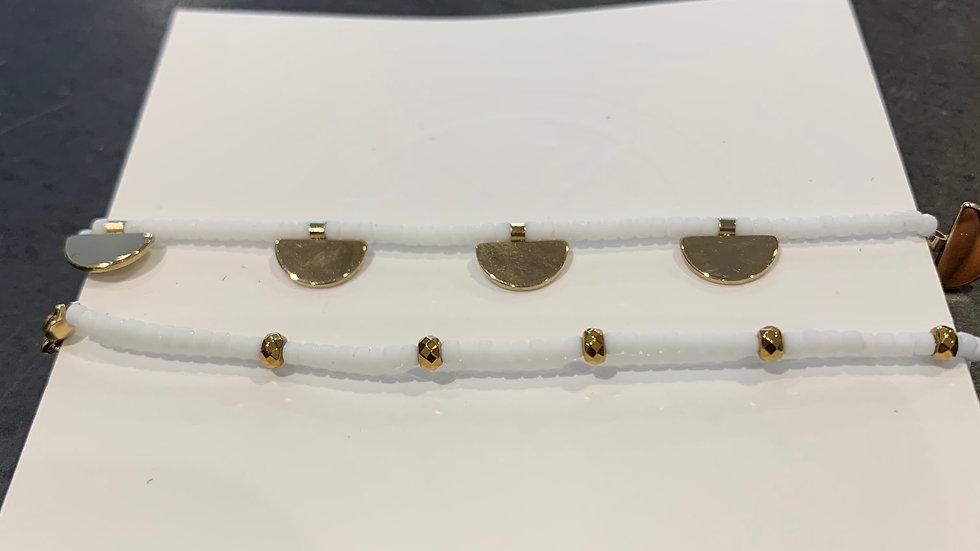 Bracelet double tour Acier doré et perles Blanches