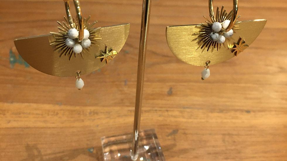 Boucles d'oreilles Acier doré et perles blanches