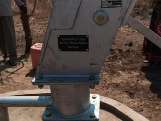 Tumbwe Village Brunnen Nr. 10 - Alix, Niko, Roland und Tammy Brunnen