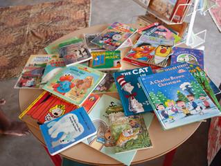 Sachspenden aus 2018 endlich angekommen, Uyoba Primary School Library
