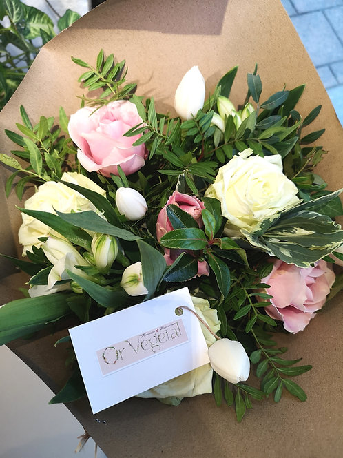 Nice bouquet in Vanilla and Strawberry tones